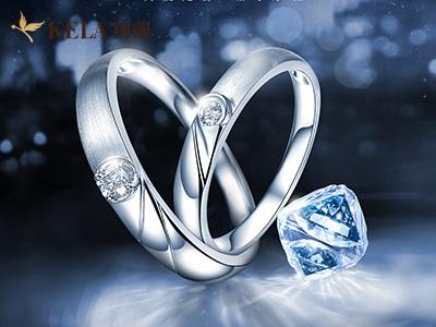 男士婚戒应该戴哪只手_男士婚戒可以戴右手吗|珂兰戒指