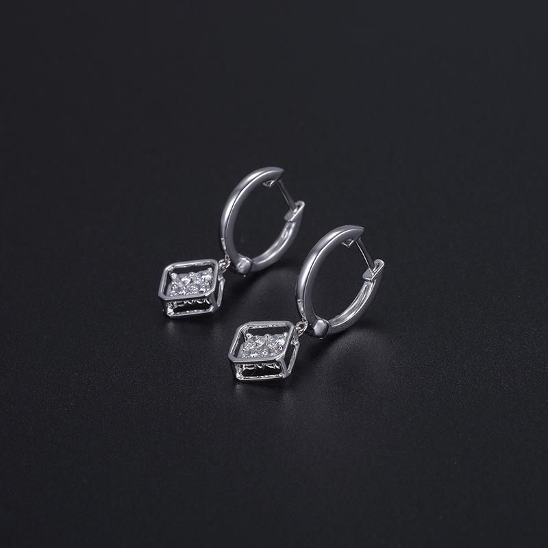 相伴 18K金方形钻石耳钉-《凉生》...